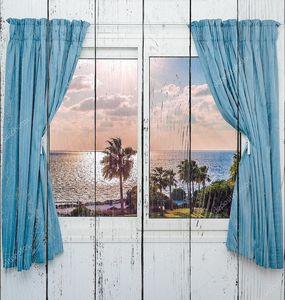 Морской закат из окна с занавесками