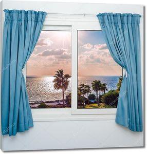 Морской закат из окна