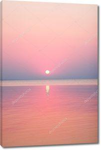 Розовый Закат в океане