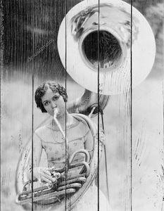 Девушка с трубой