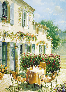 Уличное кафе в солнечный день