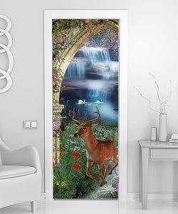 Олень в арке у водопада