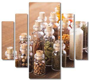 Бутылки с пряностями