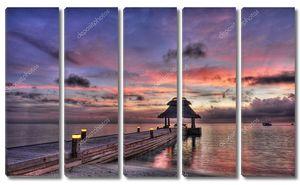 Закат над причалом в Индийском океане