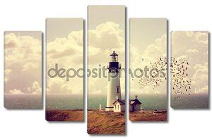 маяк на океанской береговой линии