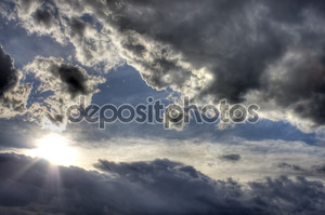 Темные облака HDR изображения
