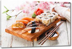 сашими и рулоны суши