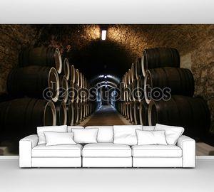 Большой винный погреб