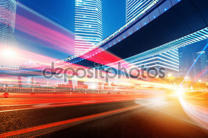 Движущегося автомобиля с размытия света