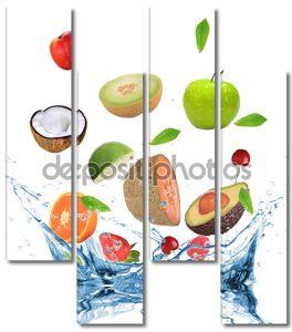 Свежие фрукты в движении