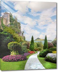 Сад с ровными кустами и лужайкой