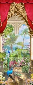 Балкон с яркой птицей