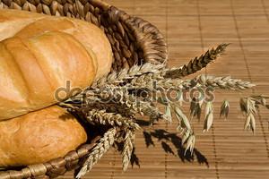 Натюрморт с пшеницей и хлебом