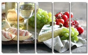 Натюрморт с сыром и бокалом