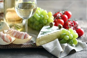 Натюрморт с различными типами итальянская еда и вино