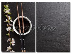 Японский суши палочками