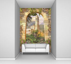 Вид на башню с часами через арку