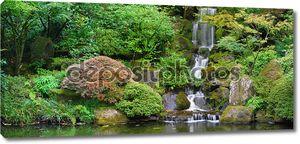 Водопад на японский сад Панорама