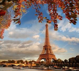 Эйфелева башня с осени листья в Париже, Франция