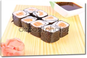Маки суши с лососем