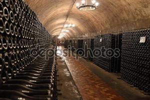Винный погреб с шампанским