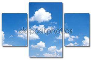 Голубое небо с небольшими облаками