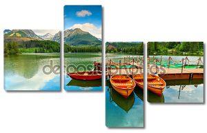 Лодки на горном озере в Словакии
