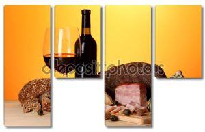 Изысканный Натюрморт вина, сыра и мясных продуктов
