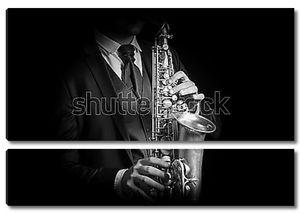 Саксофонист в костюме
