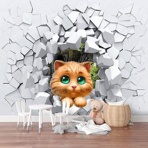Кошка и сломанная стена