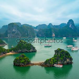 туристических джонки в заливе Халонг, Южно-Китайское море, Вьетнам, Юго-Восточной Азии
