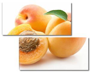 Сочные абрикосы на столе