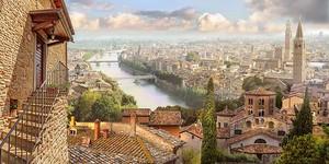 Вид с террасы на огромный город