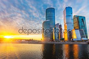 Небоскребы в Москве на закате