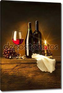 Бутылки с  вином и свеча