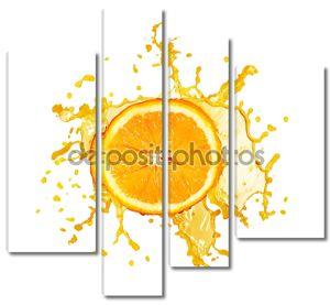 Апельсиновый сок брызг изолированные на белом