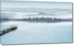 Пасмурное утро на озере
