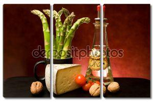 Натюрморт со спаржей, сыром и оливковым маслом