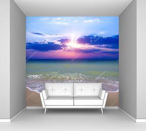 Сиреневый закат на пляже