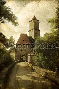 Средневековый замок в стиле гранж