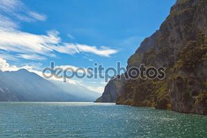 вид на озеро Гарда в Италии