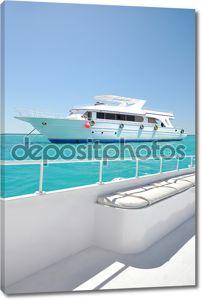 вид с доски белые роскошные яхты
