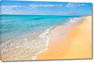 Песчаный пляж бескрайний