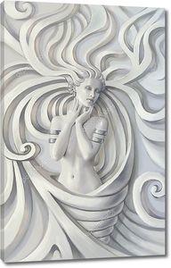 Скульптура красивой женщины с серебряными браслетами