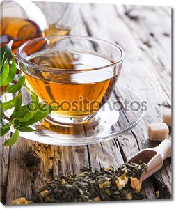 Прозрачные чашки зеленого чая