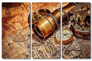 Старинные предметы на древней карте.