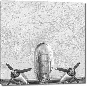 Самолет на фоне карты