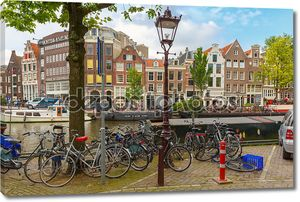 Велосипеды на улице Амстердама, Голландия, Нидерланды