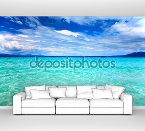 Голубое чистое море