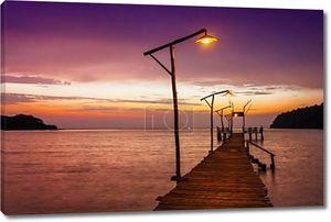 Закат над морем. Пирс на переднем плане закат